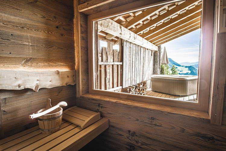 private Sauna mit Panorama-Sichtfenster
