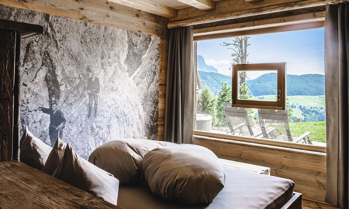 Luxury Chalets – Bedroom with broad windows & romantic star-lit ceilings