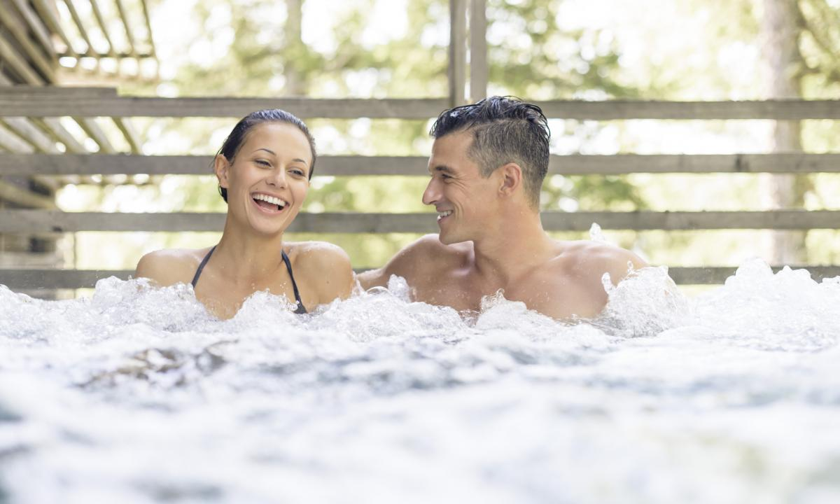 Hot tub heated year-round  – Chalet Resort Zu Kirchwies